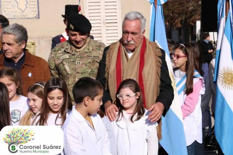 300 alumnos de Cuarto Año prometieron defender, respetar y amar la Bandera