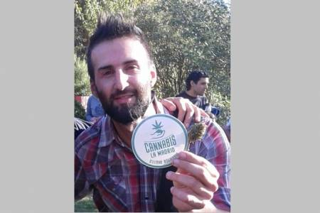 """Alejandro Arbeo: """"Ayudamos a cultivar cannabis con fines medicinales"""""""