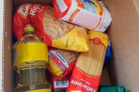 Smurfit Kappa donó cajas de alimentos que fueron entregadas a familias de Coronel Suárez