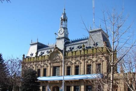 Piden 6 meses de prisión en suspenso para un exfuncionario acusado de pegarle al contador de la comuna suarense