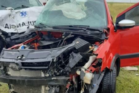 Cuatro personas murieron al chocar una ambulancia y un auto en la ruta nacional 3