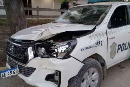 Descontrol en Reta: destrozos en comisaría y dos policías heridos