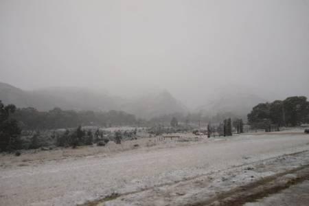 Una intensa nevada pintó todo de blanco en la Comarca Serrana