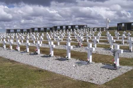 Malvinas: identificaron los restos de cuatro soldados argentinos enterrados en Darwin