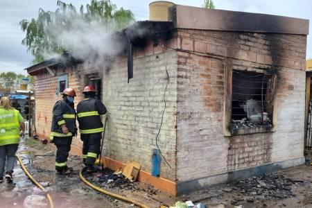 Tragedia en Villa Ressia: confirman siete personas fallecidas en un incendio