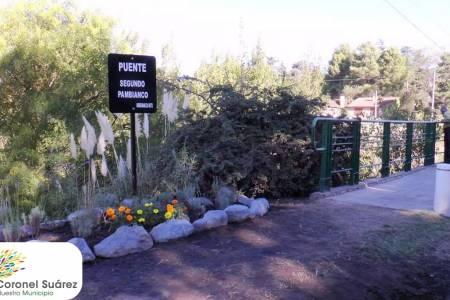 """Se colocó un cartel en el puente """"Segundo Pambianco"""", que une Sierra con Villa La Arcadia"""