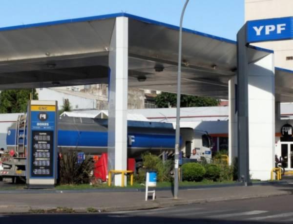 Kulfas confirmó que el Gobierno analiza el aumento de la nafta
