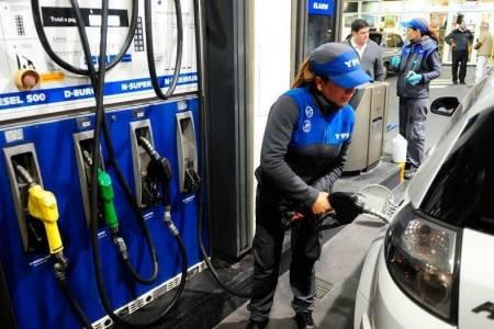 ¿No será mucho? suben mañana 5 por ciento las naftas; también los lácteos